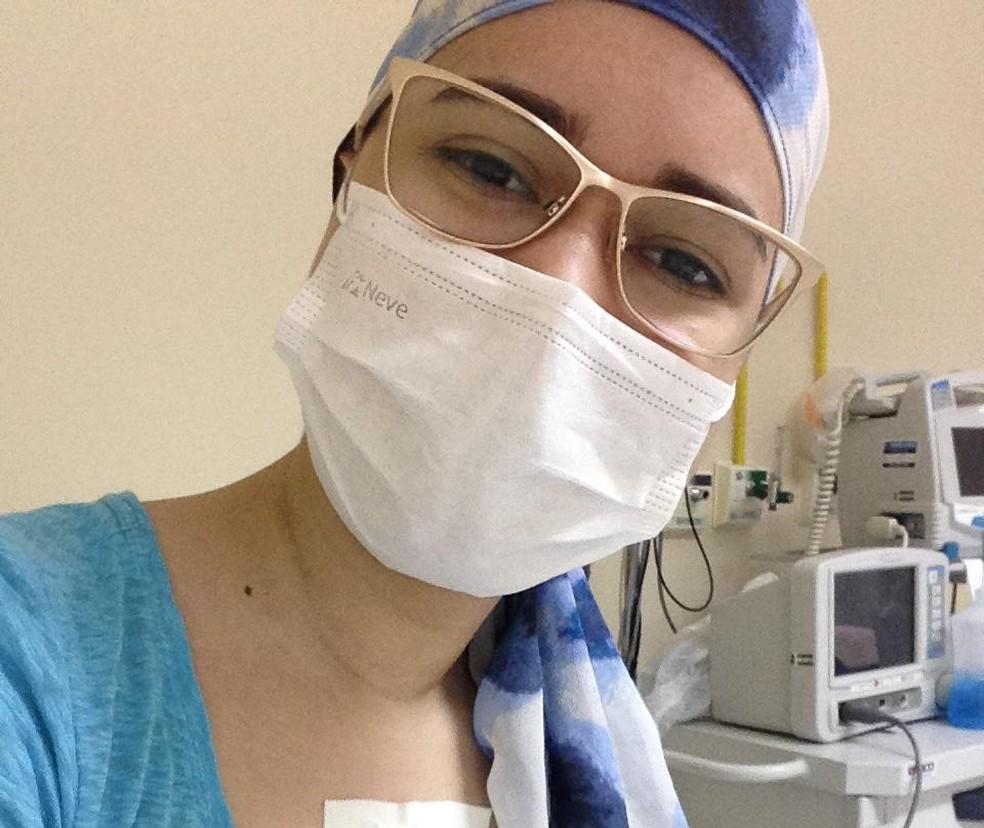 Liliany Mirelly Bezerra Alves, 21 anos, passou em Medicina durante tratamento de câncer — Foto: Cedida
