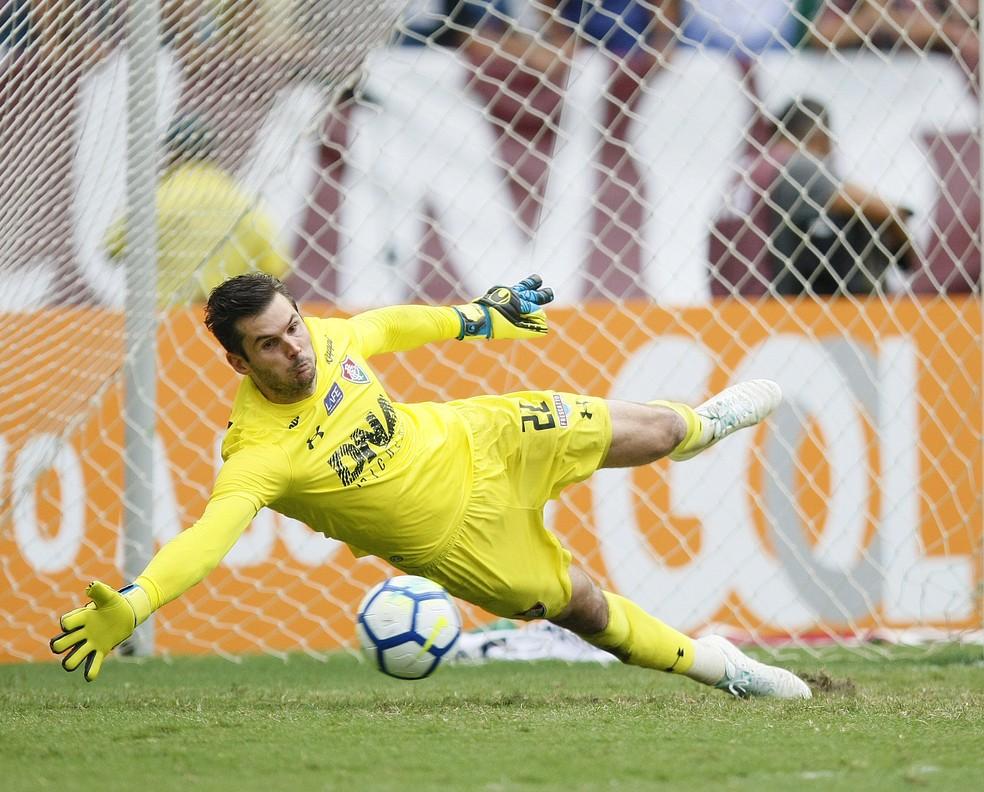 Júlio César defendeu pênalti importante na última rodada do Brasileirão — Foto: Andre Durão