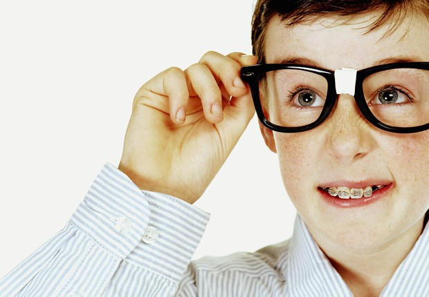 Óculos com armações grossas dão uma aparência ainda mais intelectual (Foto: Thinkstock)