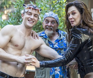 Patrick (Klebber Toledo) e Lidiane (Claudia Raia) farão um filme assinado por Mendoncinha, personagem interpretado por Jorge Fernando, diretor da novela | Globo/Paulo Belote