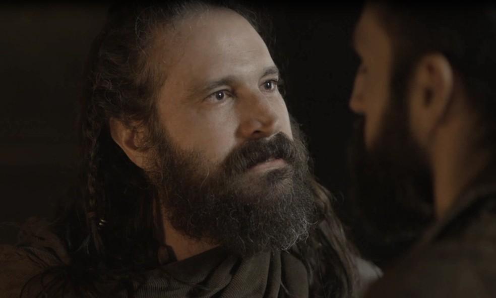 Hermes confronta Constantino: 'Eu e os demais generais andamos preocupados com você, com a nossa causa. Estamos quase prontos para marchar sobre Vicenza, mas você ainda insiste que aguardemos' (Foto: TV Globo)