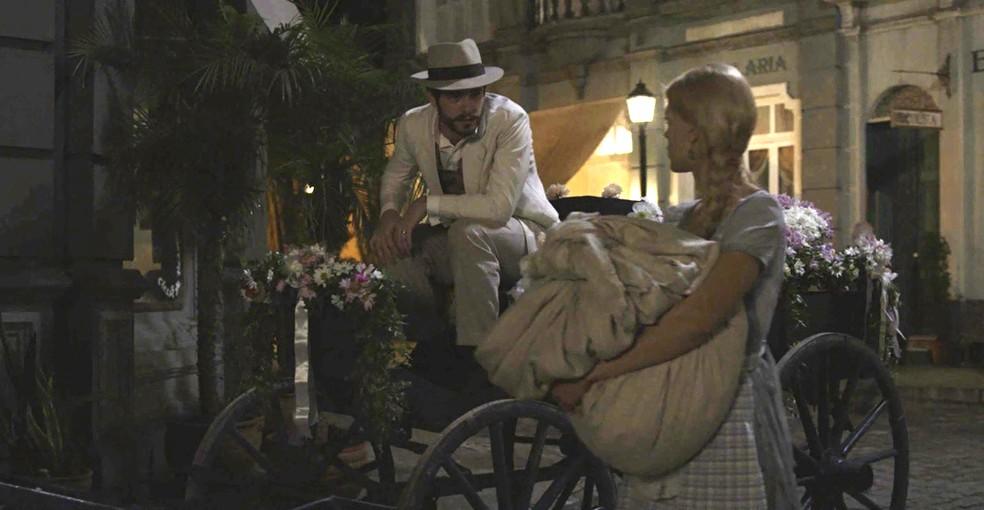Não é um cavalo branco, mas Camilo fez bonito com a carroça florida!  (Foto: TV Globo)