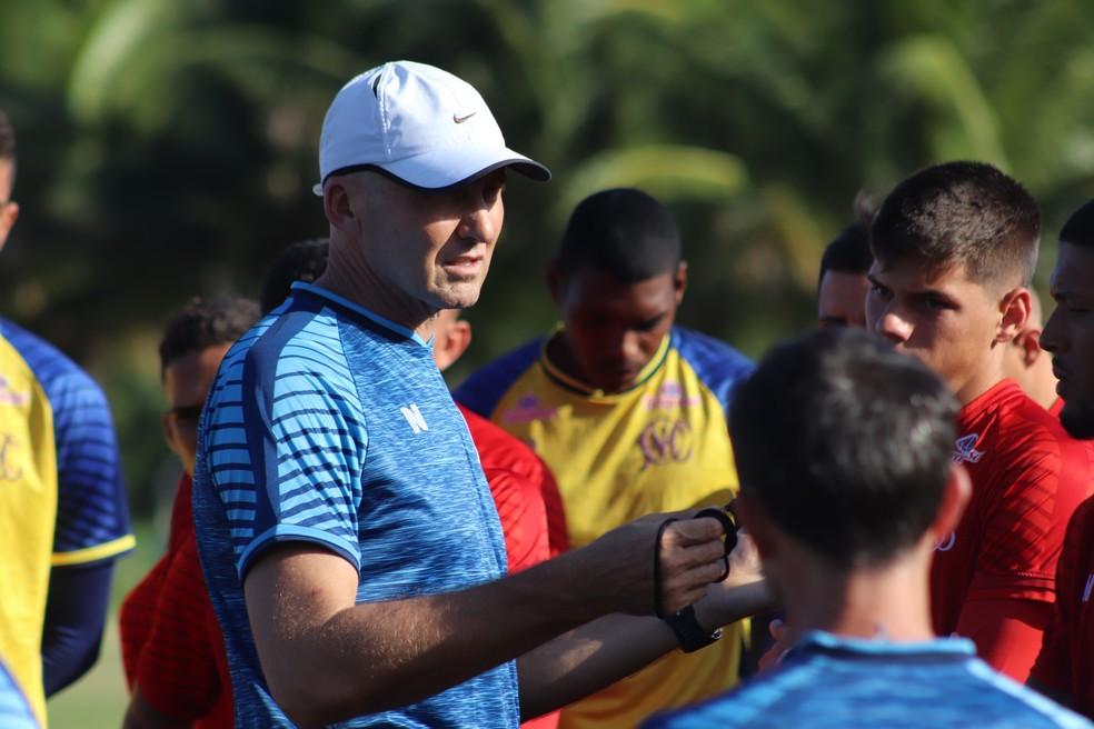 Gilmar Dal Pozzo vai ter mais tempo para treinar time alvirrubro — Foto: Léo Lemos / Náutico