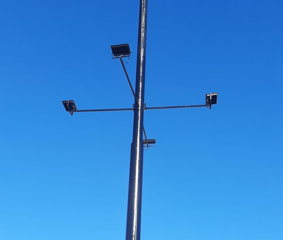 Quatro lâmpadas manterão a bandeira iluminada — Foto: Divulgação