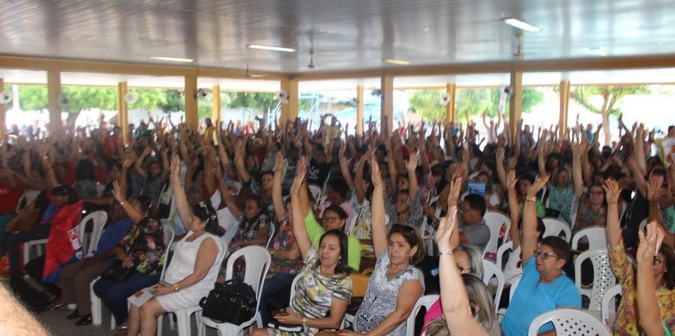Professores e funcionários de escolas aprovaram greve em assembleia segunda-feira (19). (Foto: Divulgação/ Sinte)