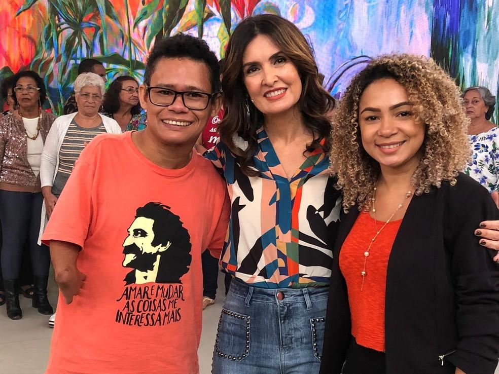 Fátima posou com Erlison e com sua mulher — Foto: Sonia Schneiders/Gshow