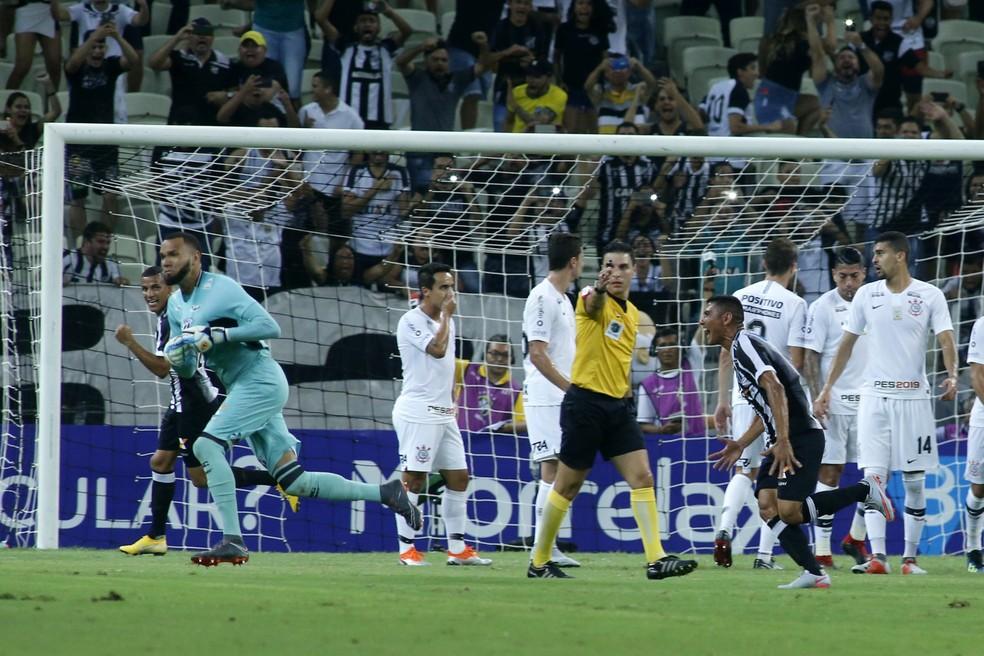 Ceará x Corinthians: gol de Éverson — Foto: LC Moreira/Estadão Conteúdo