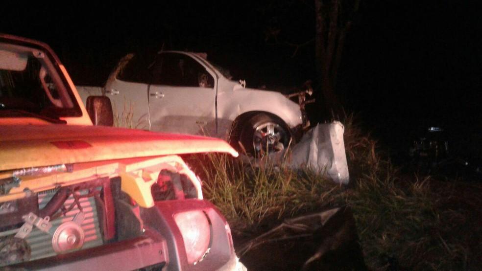 -  Motorista da caminhonete morreu em acidente próximo ao distrito de Tapuirama em Uberlândia  Foto: Joyce Rodrigues /G1