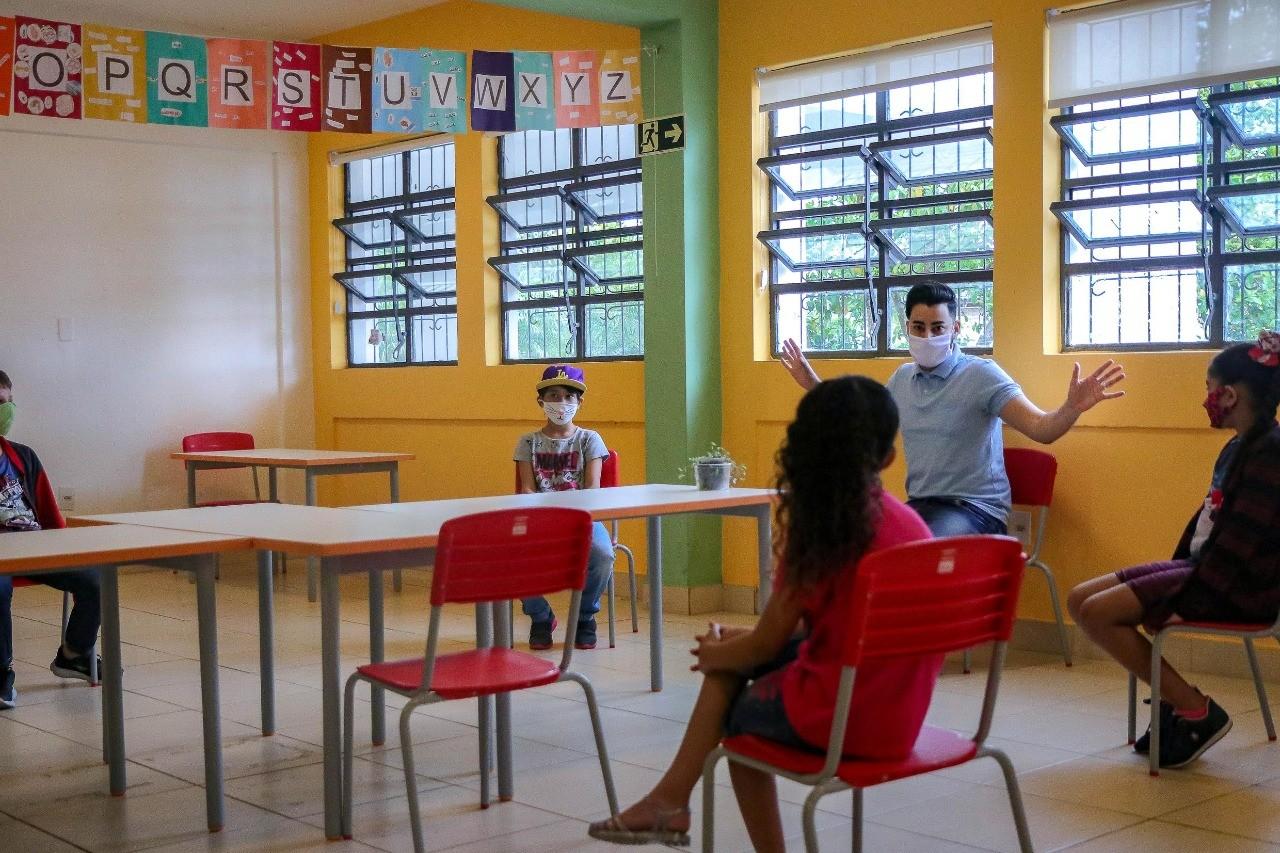 Candidatos comentam o que fazer para qualificar o ensino a distância em Porto Alegre