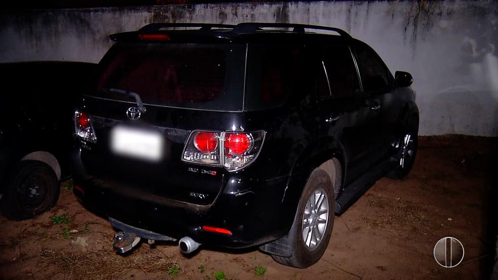 Quatro carros foram apreendidos na ação da Polícia Militar  (Foto: Reprodução/Inter TV Cabugi)