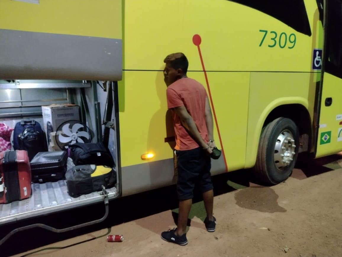Passageiro de ônibus é preso com mais de 1 kg de maconha em Porto Velho