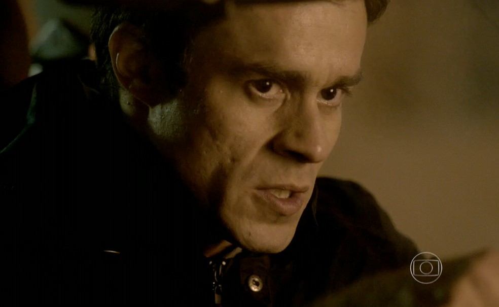 Fernando (Erom Cordeiro) promete acabar com Vicente (Rafael Cardoso) - 'Império' — Foto: Globo