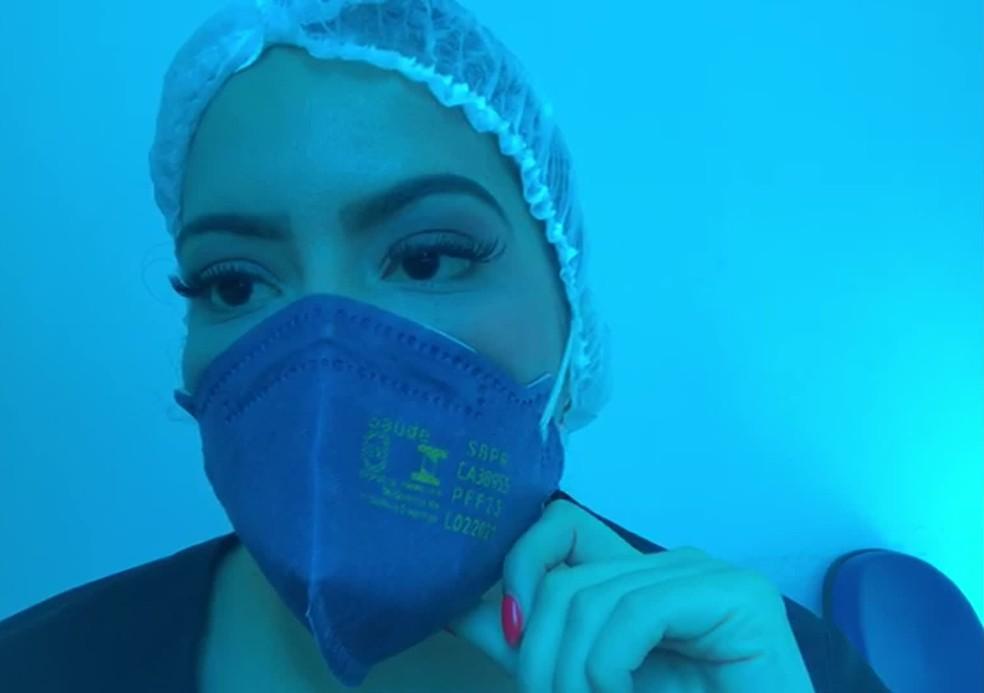 'Estamos cansados e precisamos de ajuda. Por favor, entendam que a pandemia não acabou', pediu a enfermeira Thaíse Melo — Foto: Reprodução/TV Globo