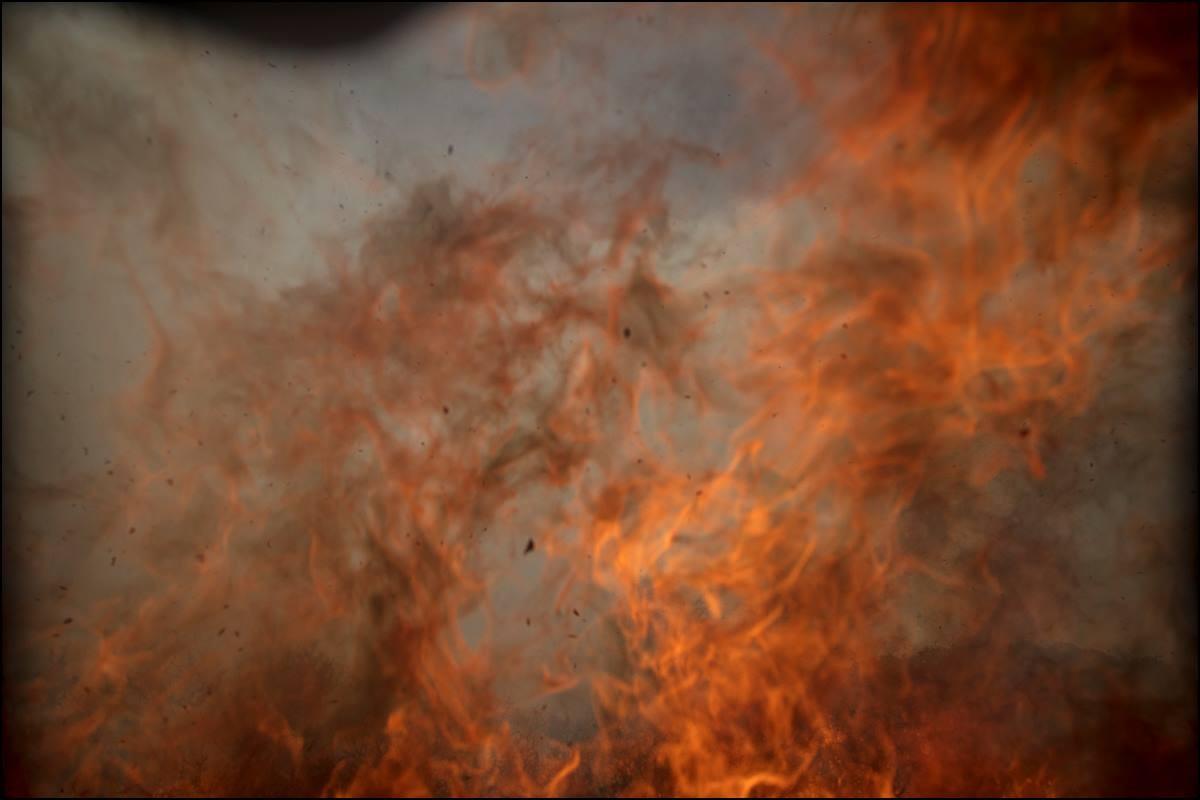 Fogo consome a câmera do fotógrafo da NASA Bill Ingalls (Foto: NASA/Bill Ingalls)