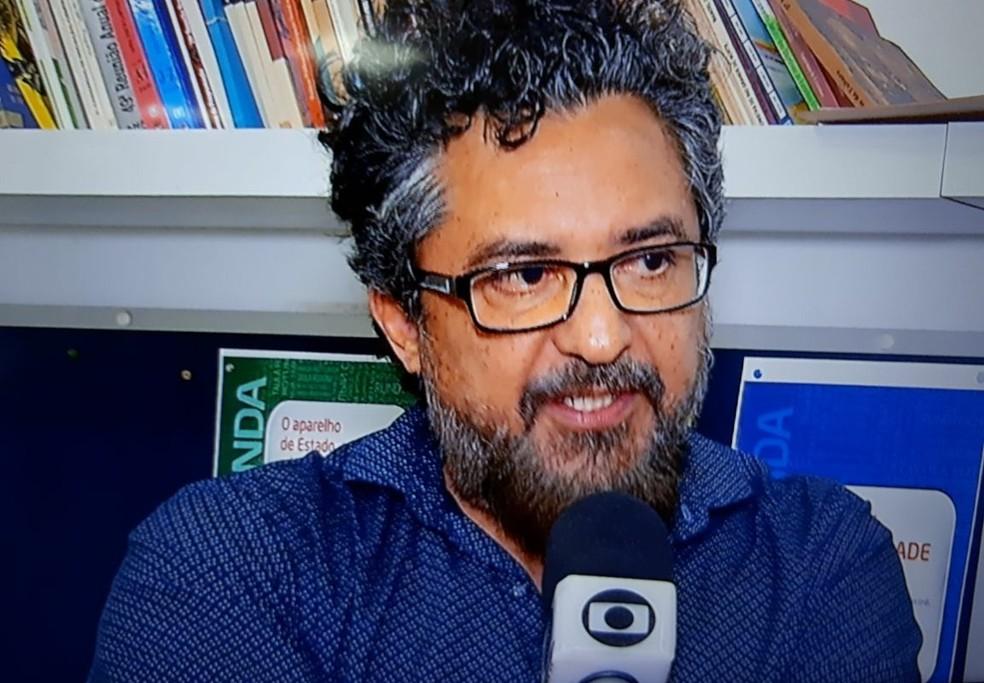 Professor Alípio de Sousa Filho disse que criança atrapalhava a aula (Foto: Reprodução/Inter TV Cabugi)