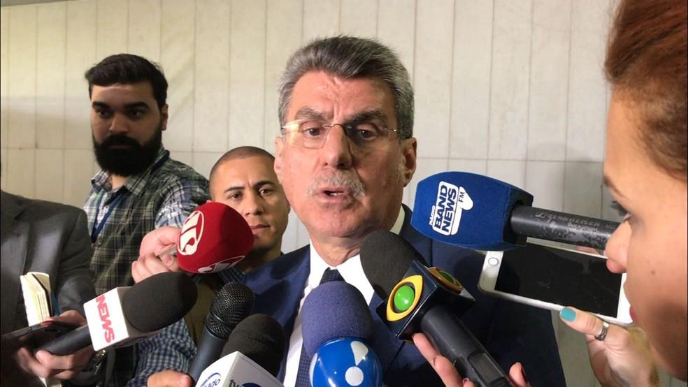 Romero Jucá (PMDB-RR) concede entrevista no salão azul do Senado (Foto: Gustavo Garcia, G1)