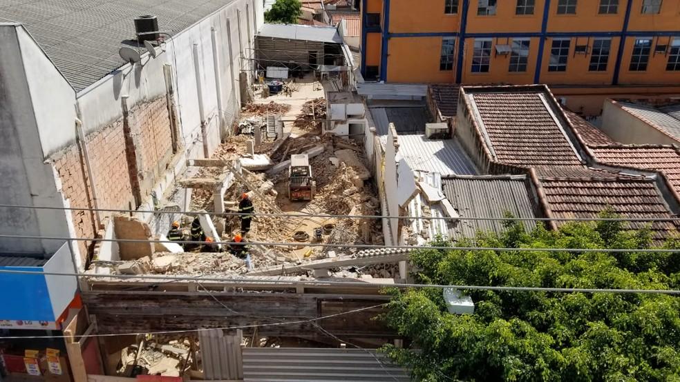 Equipes trabalharam no resgate na obra em São Roque (Foto: Rafael Barbosa/Jornal Economia)