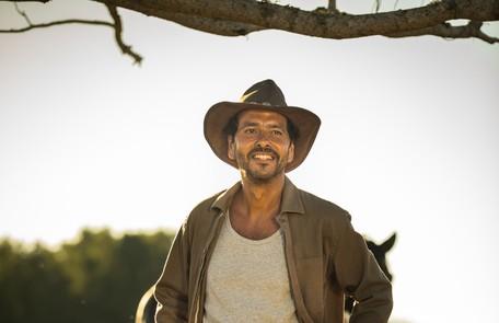 Marcos Palmeira interpreta Amadeu Matheus, homem por quem Maria da Paz se apaixona e que faz parte da família rival à dela. Os dois chegam a ficar noivos, mas acabam sendo separados e ficam 20 anos afastados TV Globo