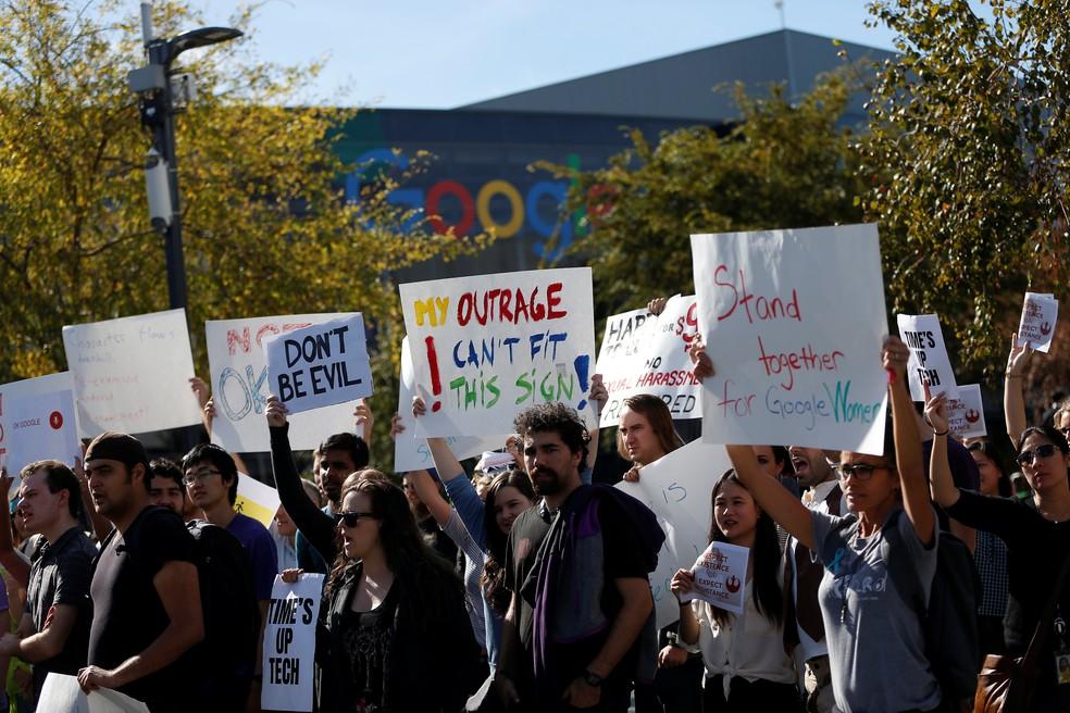 Funcionários do Google protestaram em todo mundo contra assédio sexual em novembro de 2018 — Foto: Reuters/Stephen Lam