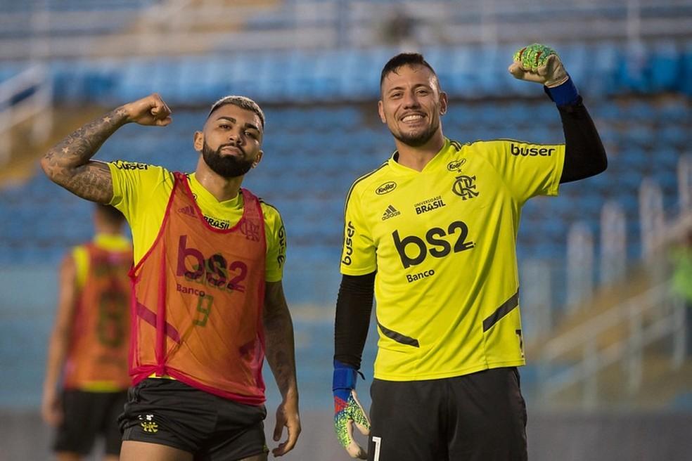 Gabigol e Diego Alves — Foto: Alexandre Vidal / Flamengo