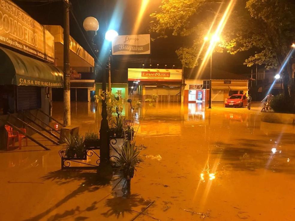 Chuva alagou casas e comércios em Monteiro Lobato (Foto: Prefeitura de Monteiro Lobato/ Divulgação)