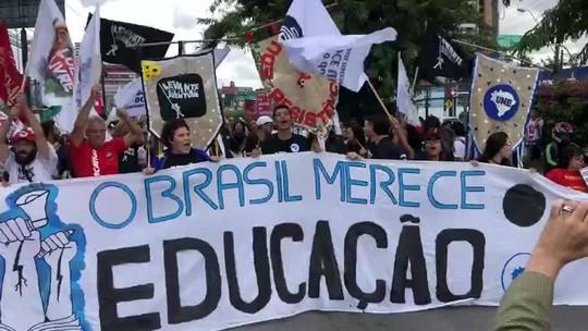 Estudantes e professores fazem ato em defesa da educação em Maceió e Arapiraca