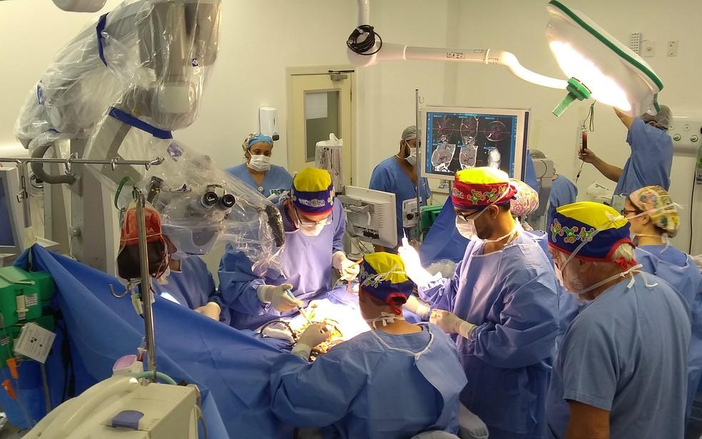 Terceira cirurgia de separação das irmãs siamesas unidas pela cabeça em Ribeirão Preto (Foto: Hospital das Clínicas FMRP-USP/Divulgação)
