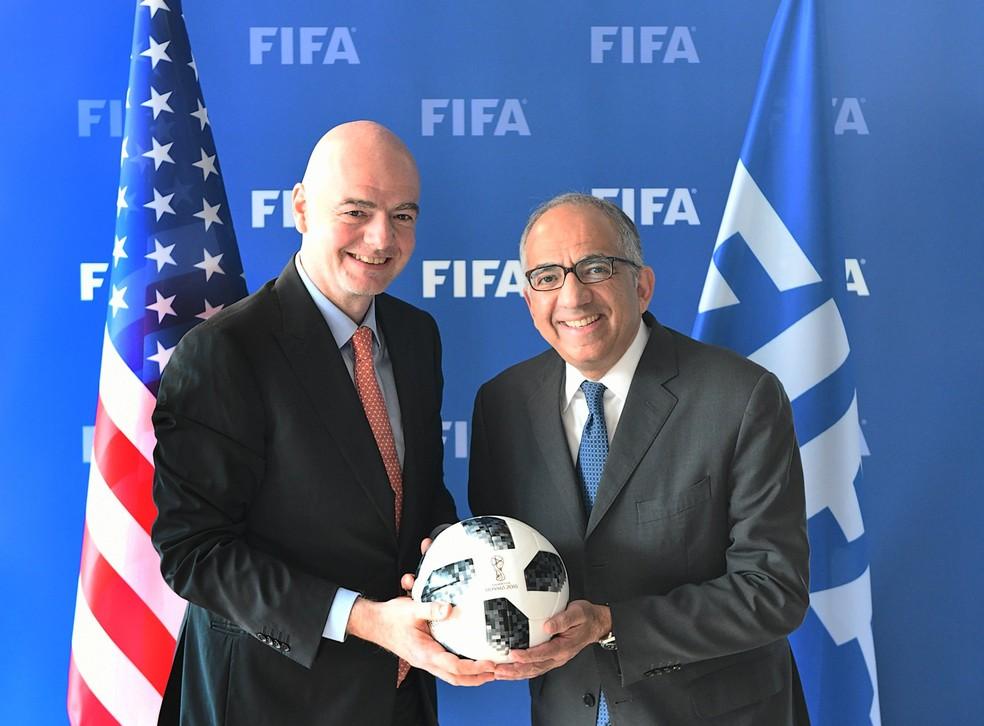 Gianni Infantino, presidente da Fifa, e Carlos Cordeiro, chefe da candidatura dos EUA a sede da Copa do Mundo de 2026 (Foto: Reprodução de Twitter)