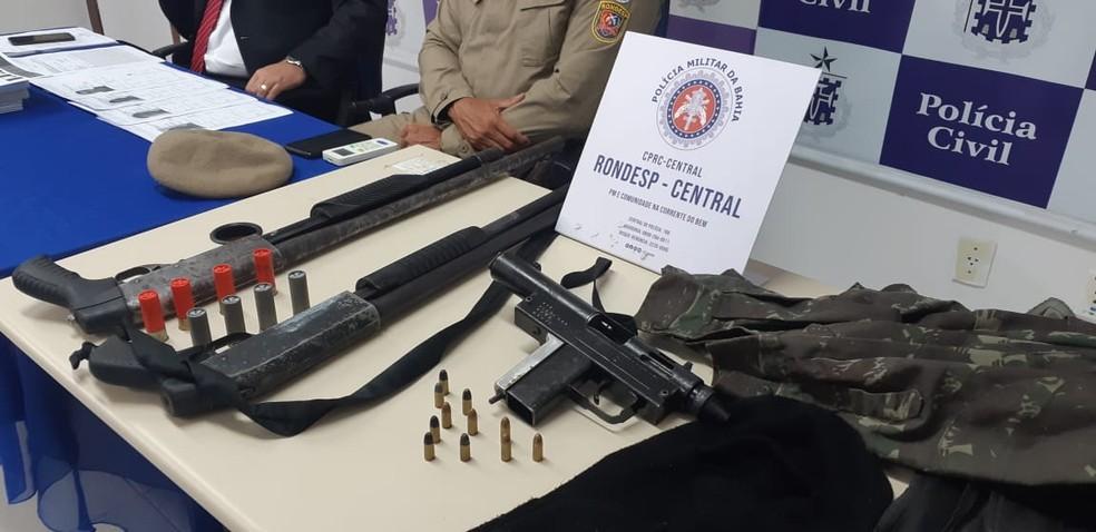 Armas apreendidas pela polícia em ação no bairro de Sussuarana, em Salvador, na terça-feira (19), que resultou na morte de um rapaz e na prisão de três homens — Foto: Divulgação/SSP-BA