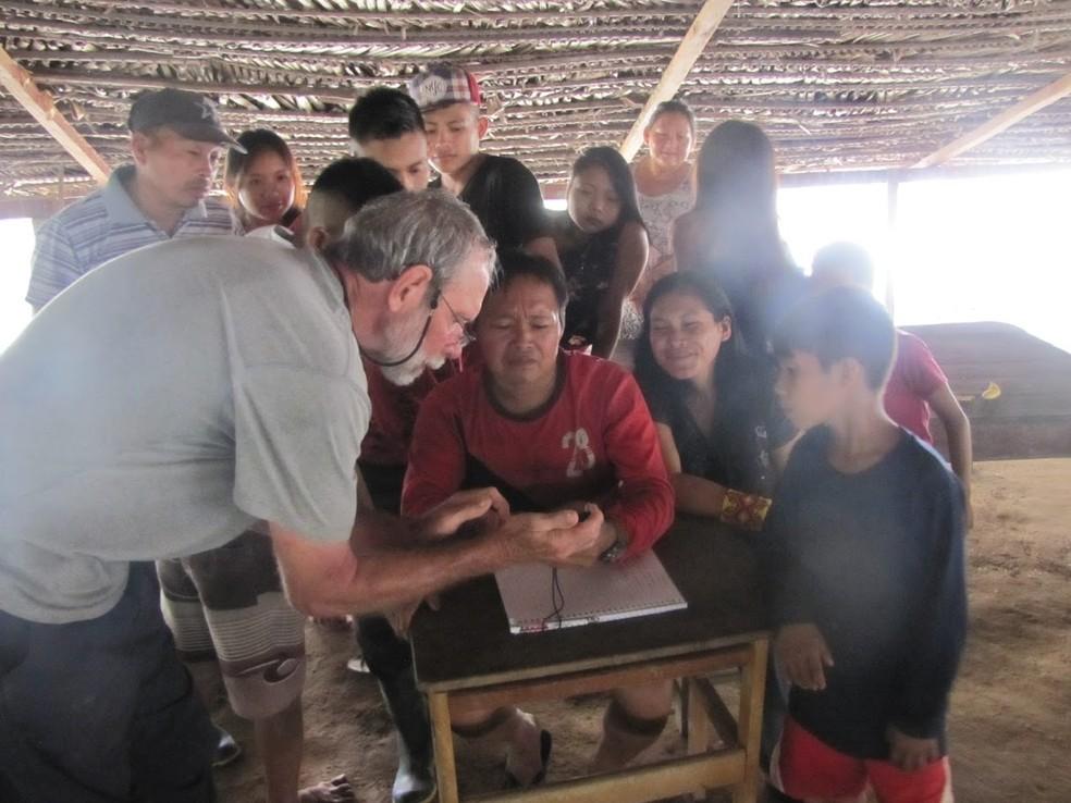 Indígenas ao verem a foto identificaram que a planta existia perto das terras indígenas às margens do Rio Tarauacá — Foto: Dave Skinner/Arquivo pessoal