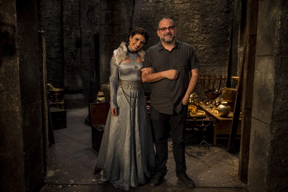 Paula Fernandes e Fabrício Mamberti, diretor artístico de 'Deus Salve o Rei' (Foto: Globo/Mauricio Fidalgo)