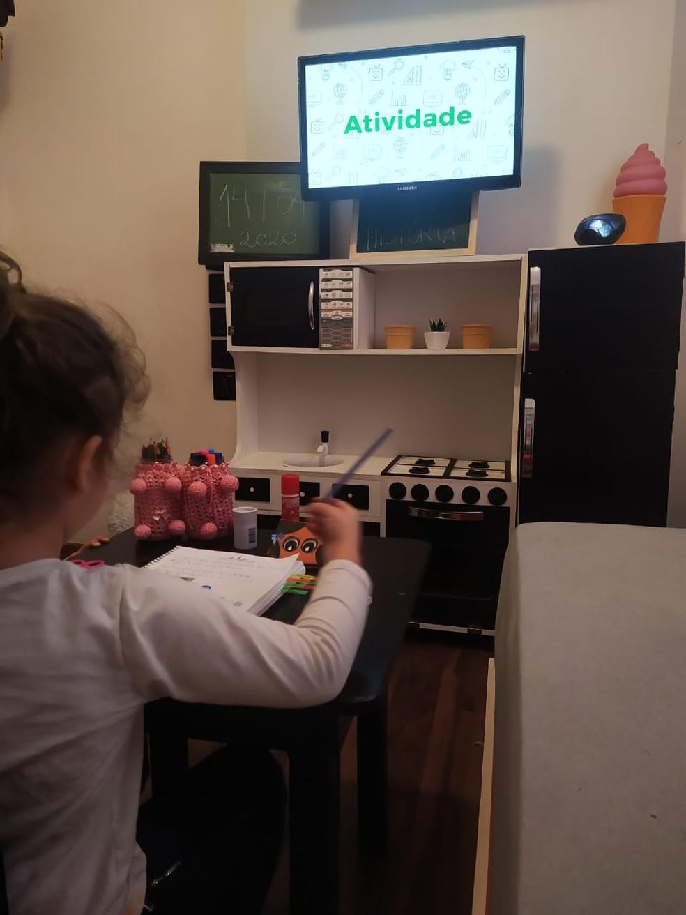 Profissionais da educação, alunos e mães de Curitiba relatam como é o aprendizado com novos métodos em meio à pandemia — Foto: Arquivo pessoal/Pâmela Kosowski Sapala
