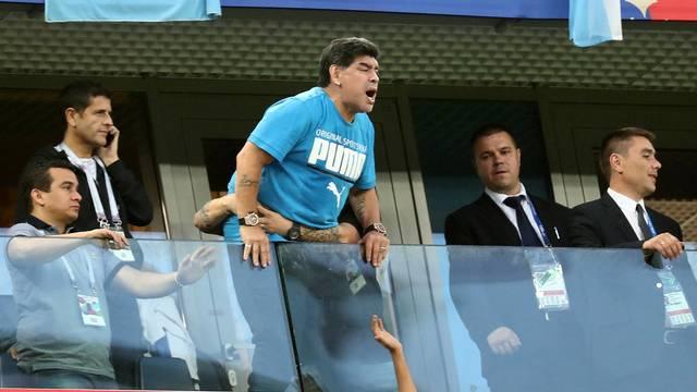 Maradona vai à loucura no estádio