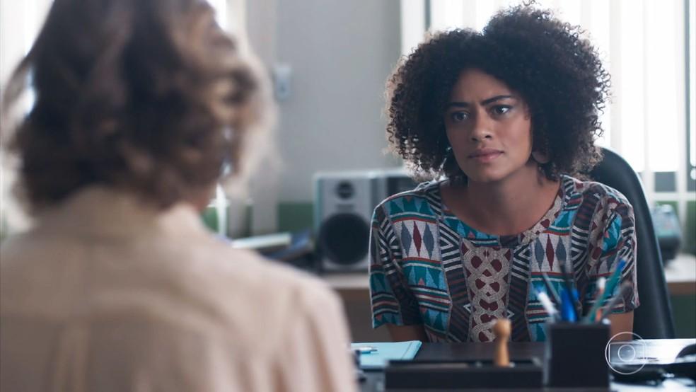 Dóris (Ana Flávia Cavalcanti) não gosta de reunião com Malu (Daniela Galli) em 'Malhação - Viva a Diferença'.  — Foto: Globo