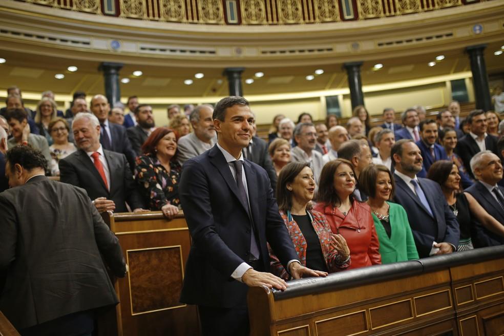 Pedro Sánchez, líder socialista da oposição, ganhou a votação para substituir Mariano Rajoy como primeiro-ministro, na primeira derrubada de um líder espanhol ao parlamento em quatro décadas de democracia (Foto: Francisco Seco/AP Photo)