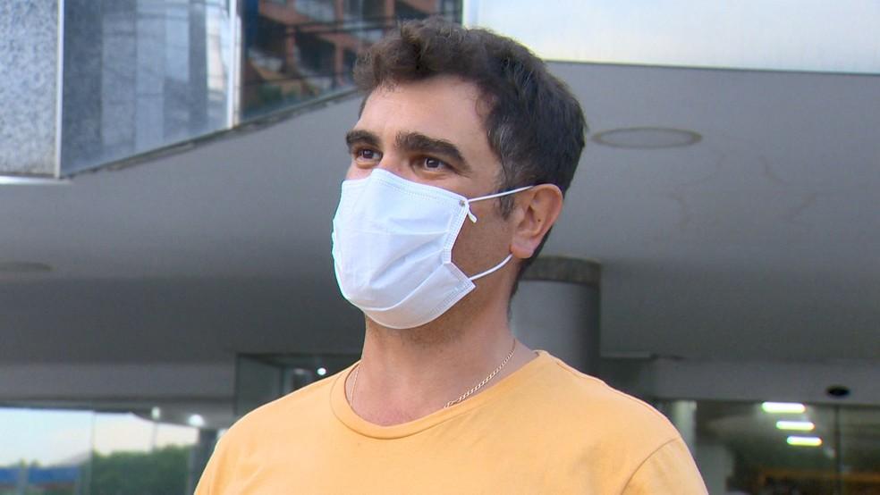 Gustavo Baroni foi um dos hóspedes liberados para sair de hotel em Vitória — Foto: Reprodução/TV Gazeta