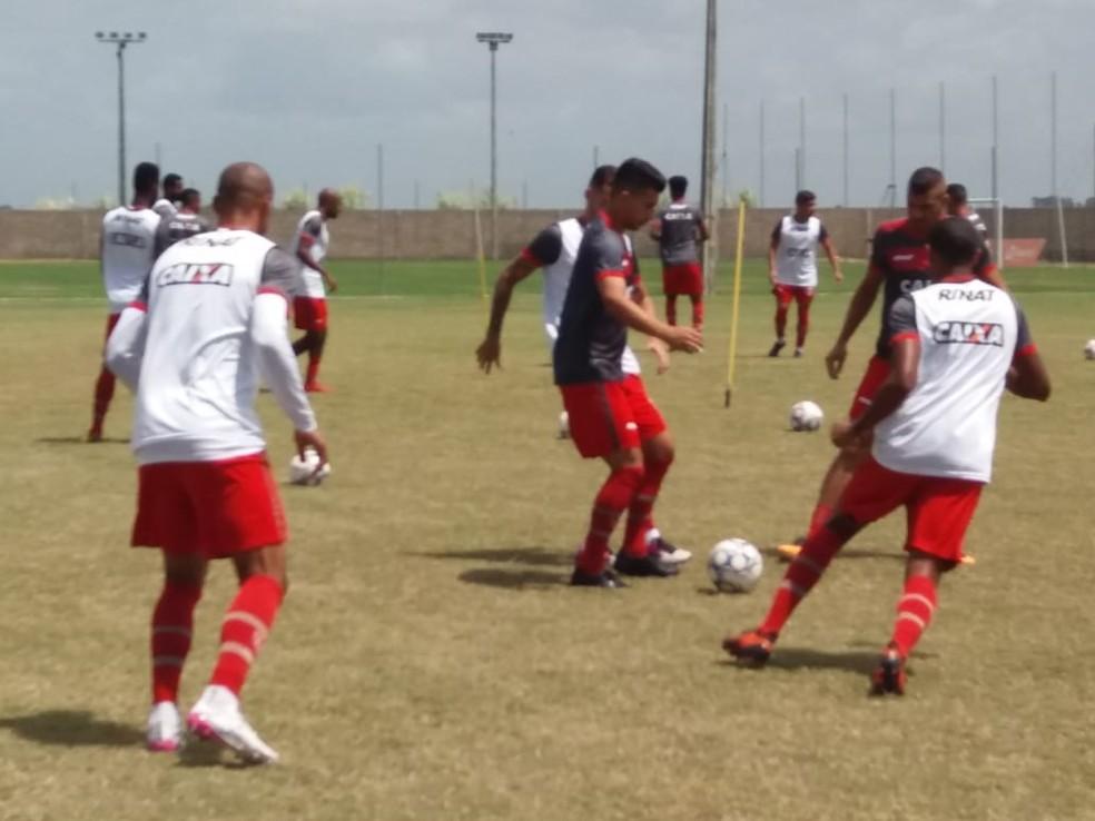 Renan Oliveira durante o treinamento no Ninho do Galo (Foto: ASCOM/CRB)