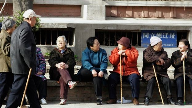 A China é um dos países que adotam sistema semelhante em parte para atender às demandas do envelhecimento da população (Foto: Getty Images via BBC News)