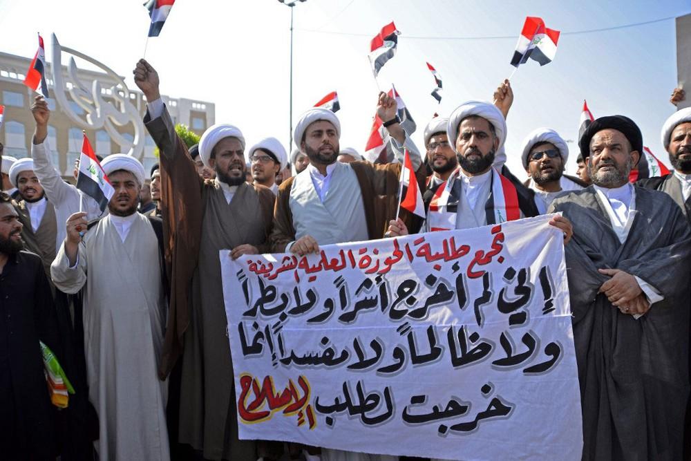 Manifestantes desafiam toque de recolher no Iraque