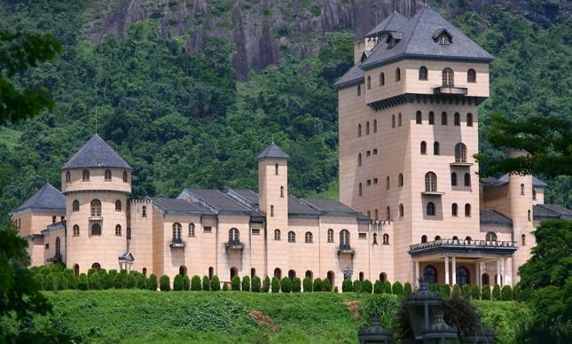Castelo Monalisa construído na década de 1980 pelo empresário e ex deputado Edmar Moreira