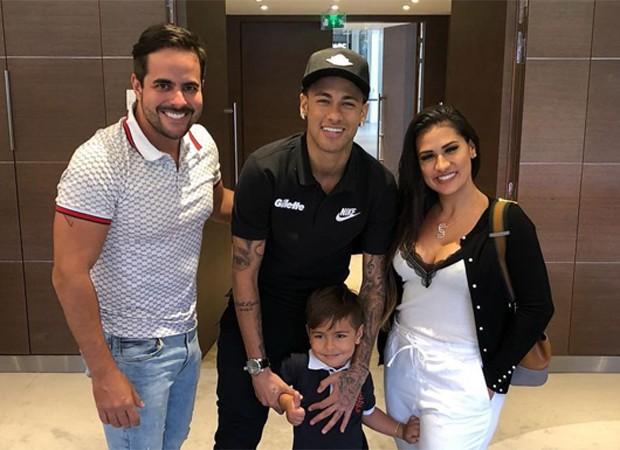 Kaká Diniz, Simone e Henry com Neymar (Foto: Reprodução/Instagram)