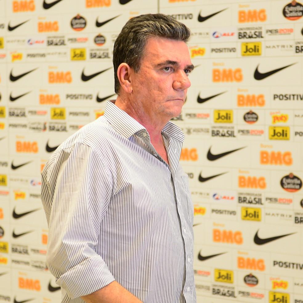 Andrés Sánchez está chateado com Tiago Nunes, técnico do Corinthians — Foto: Renato Pizzutto/BP Filmes