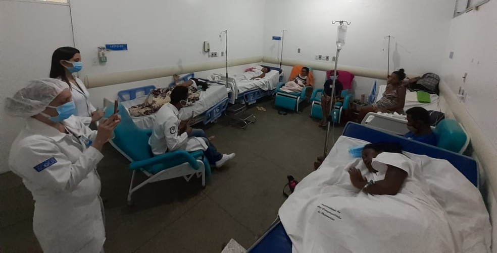 Joel também canta nos hospitais, levando amor e esperança aos pacientes — Foto: Arquivo pessoal