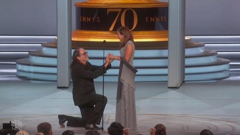 Glenn Weiss pede a namorada em casamento em pleno Emmy  (Foto: reprodução)