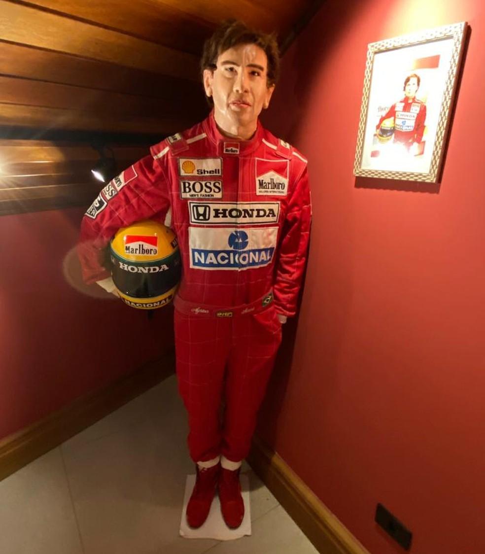 A estátua do piloto Ayrton Senna é uma das réplicas expostas no museu do empresário — Foto: Arlindo Armacollo/Arquivo pessoal