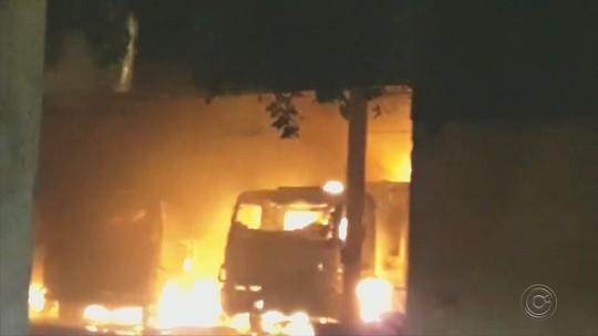 Incêndio destrói barracão da prefeitura e queima veículos em Paraíso