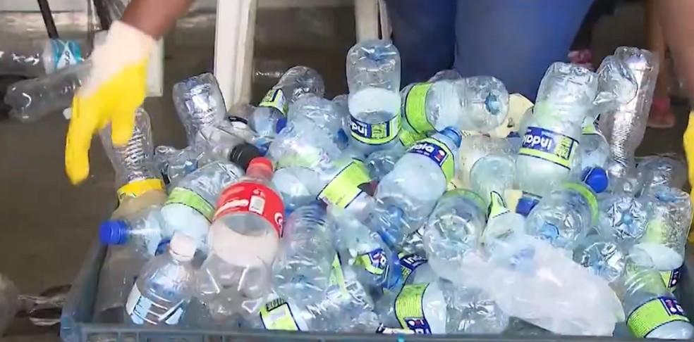 Cerca de 170 toneladas de latinhas, plásticos e papelão são recolhidos durante carnaval de Salvador — Foto: Reprodução/TV Bahia
