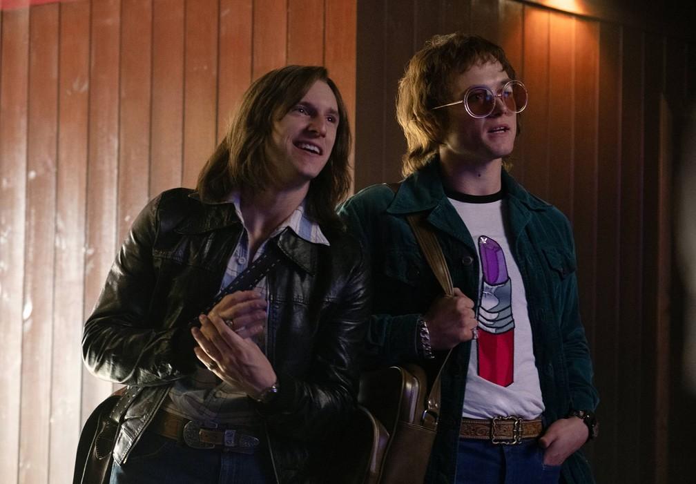 Jamie Bell (Jamie Bell) e Taron Egerton (Elton John) em 'Rocketman' — Foto: Divulgação