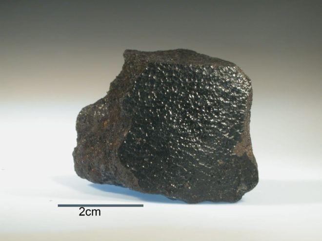 Meteorito menos popular que Bendegó mas mais valioso, Angra dos Reis segue desaparecido sob os escombros do museu (Foto: BBC News Brasil )