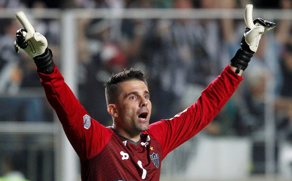 1f76dbde74783 ... Em seis anos de Atlético-MG. Victor disputou 359 jogos e conquistou  seis títulos